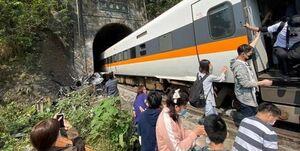 تصادف مرگبار قطار و کامیون در تایوان با 36 کشته +فیلم و تصاویر