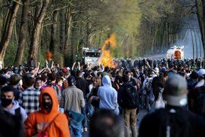 دروغ آوریل به درگیری پلیس و مردم بروکسل انجامید!