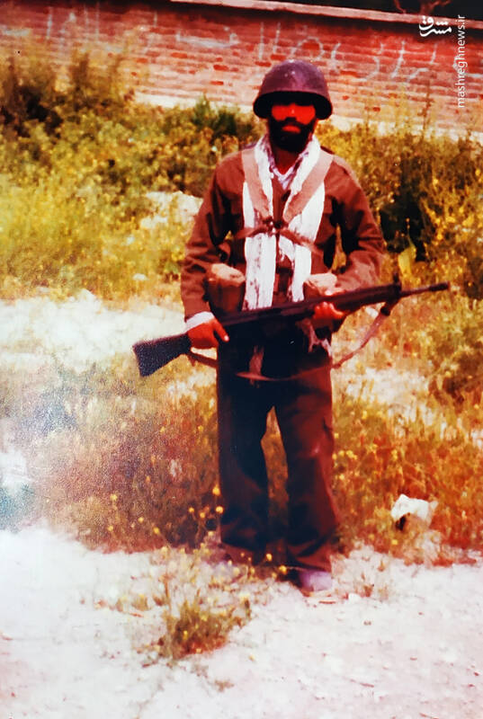 مقاومت پدر شهید برای تحویل سلاح گرم! + عکس