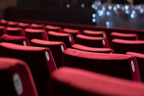 گرانی بلیت سینماها اعمال شد/صندلیهای خالی و عملکردی بی موقع////////////////////یکشنبه
