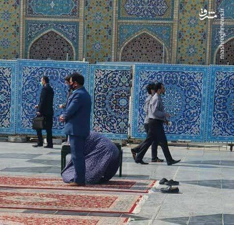 نماز خواندن یک اهل سنت در حرم امام رضا +عکس