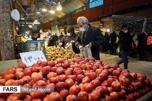 آمار توزیع مرغ گرم در میادین میوه و تره بار/پرفروشترین میوه در پایتخت