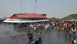 عکس/ غرق شدن مرگبار یک کشتی در بنگلادش