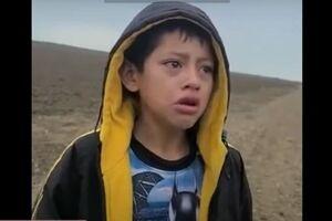 انتشار فیلمی از یک کودک پناهجوی رها شده در مرز آمریکا - کراپشده