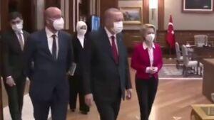 بی احترامی عجیب تشریفات ریاست جمهوری ترکیه به بالاترین مقام اجرایی اروپا + فیلم