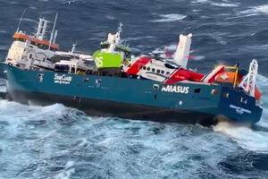 فیلم/ لحظات دلهره آور از نجات خدمه کشتی در دریای شمال