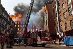 ۴ کشته و زخمی در آتشسوزی گسترده سن پترزبورگ روسیه