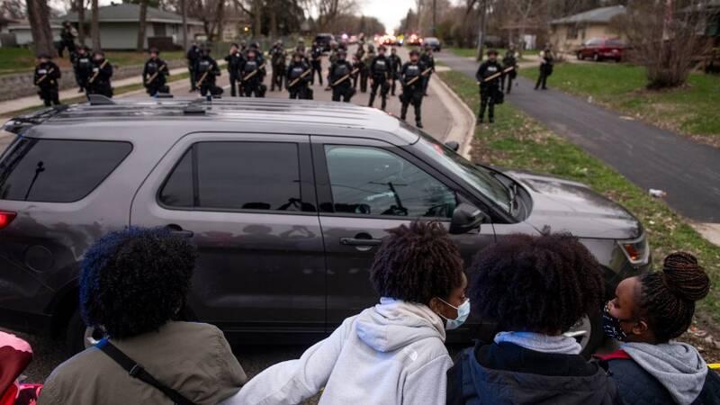 فیلم  آمریکا؛ تیراندازی در سیاتل، درگیری میان پلیس و معترضان در مینیاپولیس
