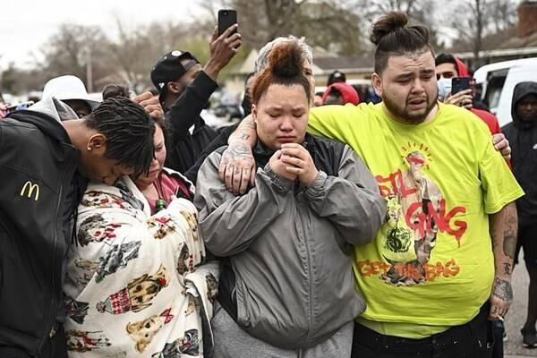 قتل جوان سیاهپوست به دست پلیس آمریکا