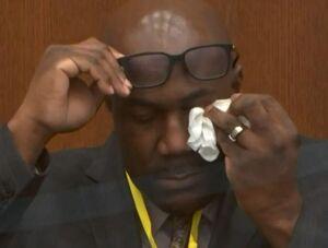ادای شهادت آمیخته با اشک و لبخند برادر «جورج فلوید»