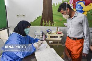 عکس/ تزریق واکسن کرونا به پاکبانان در سمنان