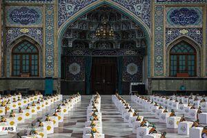 عکس/ توزیع ۱۱۰۰ بسته معیشتی درآستان امامزاده صالح (ع)
