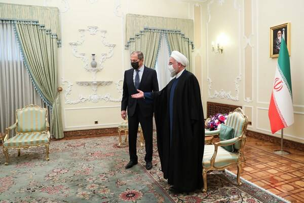 نیم نگاهی به سفر لاوروف به تهران