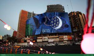 """عکس/ دیوارنگارهی میدان ولیعصر با شعار """"یک ماه، مهربانی"""""""