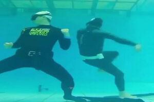 فیلم/ مبارزه در زیر آب