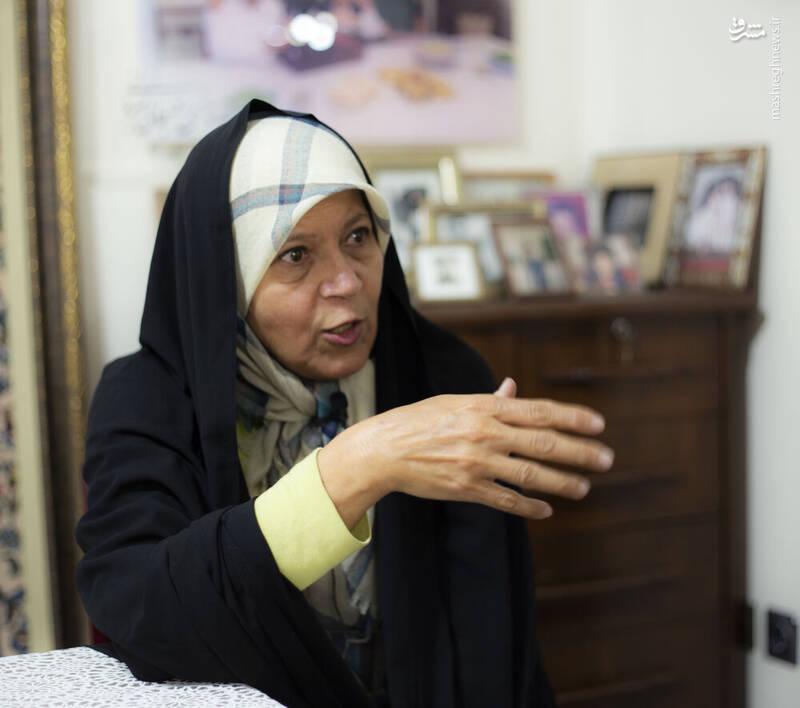 عطریانفر: رئیسی از کروبی درس بگیرد!/فائزه هاشمی، خبرنگاران ملکه را به وجد آورد