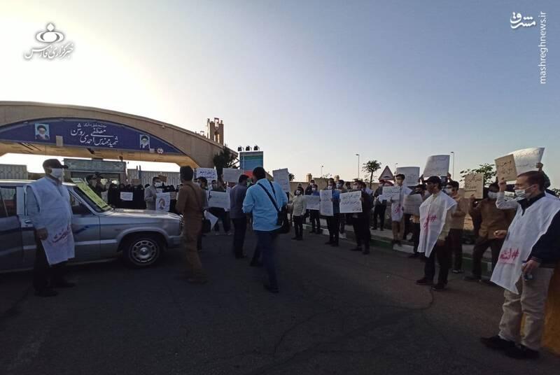 تجمع جمعی از دانشجویان کشور مقابل سایت نطنز