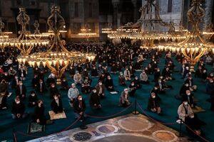 عکس/ برگزاری نخستین نماز جمعه ماه رمضان در مسجد ایاصوفیه