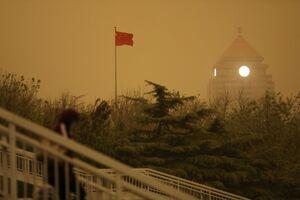 عکس/ آسمان چین زرد شد