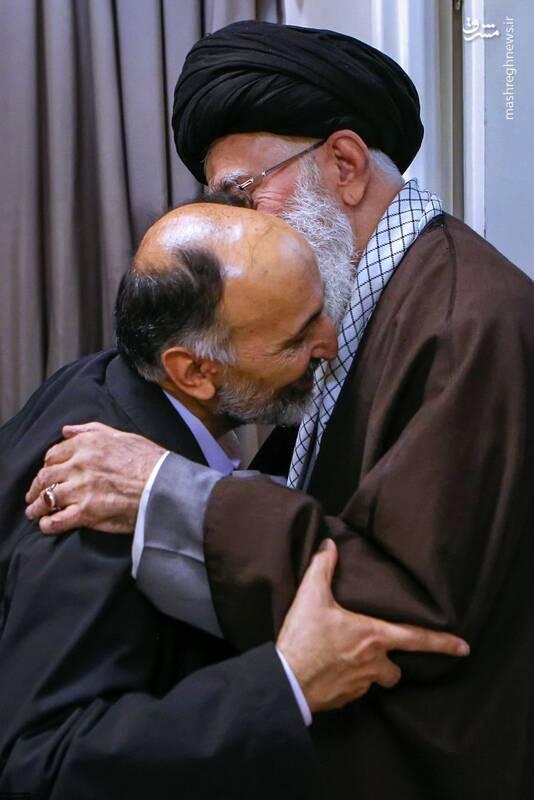 عکس/ سردار حجازی در آغوش رهبر انقلاب