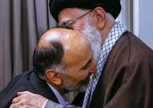 تصویر ویژه از سردار حجازی در آغوش رهبر انقلاب