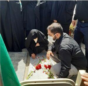 عکس/خانواده سردار حجازی در مراسم تدفین