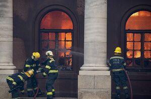 عکس/ دانشگاه پایتخت آفریقای جنوبی در آتش
