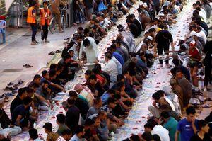 عکس/ سفرههای افطار در شهر نجف