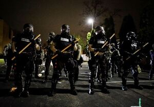 لحظه کشته شدن یک بی گناه دیگر توسط پلیس آمریکا!+ فیلم