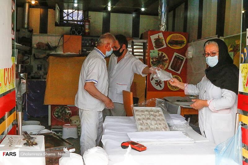 اقای نصراله زاده که اهل گیلان است یکماه رمضان را برای تولید این محصول با اجاره کردن مغازه  مهمان مردم چالوس است