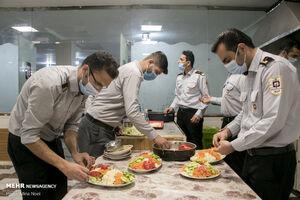 عکس/ افطاری با مردان آتش