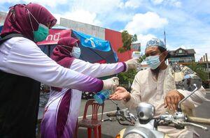 عکس/ شرکت در نماز جمعه با رعایت پروتکلهای بهداشتی
