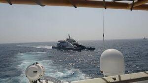 شلیک تیرهای هشدار کشتی آمریکایی پس از نزدیک شدن قایقهای نظامی ایران