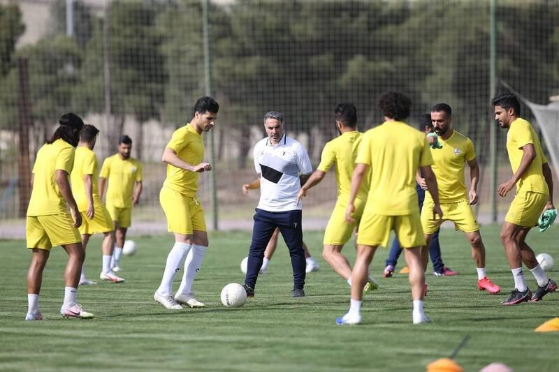 فوتبال ایران در جاده بی ثباتی/ نیمکت لیگ برتری یا محله بروبیا؟