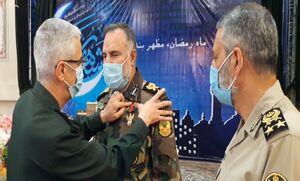 نشان درجه یک «فتح» به فرمانده نیروی زمینی ارتش اعطا شد +عکس