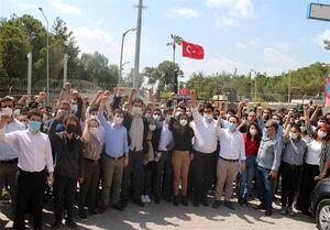عکس/ تجمع اعتراضی مردم ترکیه مقابل پایگاه هوایی اینجرلیک