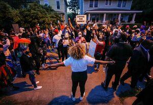 عکس/ اعتراضات به قتل سیاهپوستی دیگر توسط پلیس آمریکا