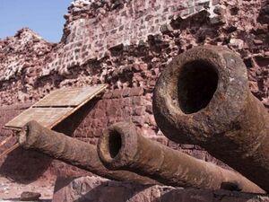 عکس/ بقایای قلعه پرتغالیها در جزیره هرمز