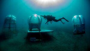 خارج کردن یک خودرو از اعماق دریا پس از ۹ سال +فیلم