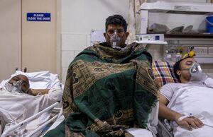 عکس/ کمبود جا در وضعیت اضطراری بیمارستانهای هند