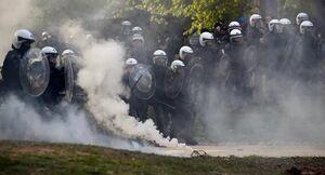 پلیس بلژیک به گاز اشک آور و ماشین آبپاش متوسل شد