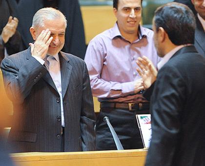 پشت پرده نمایش محمود احمدینژاد برای مبارزه فساد چه میگذشت؟