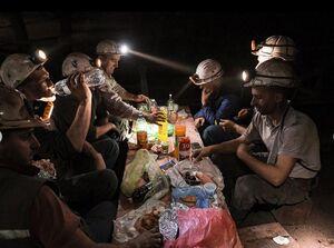عکس/ افطار معدنچیان بوسنیایی در شهر زنیکا