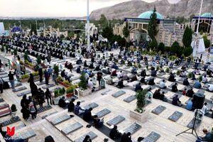 عکس/ جزءخوانی قرآن کریم در جوار مزار شهید سلیمانی