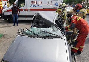 حبس راننده پراید در اتاقک ویران شده خودرو +عکس