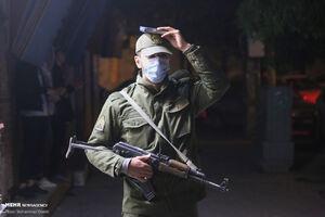 عکس/ قرآن به سر گرفتن سرباز نیروی انتظامی در حین انجام وظیفه