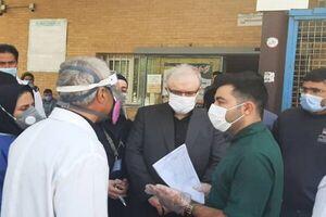 گلایه نمکی از پرسنل بدون ماسک در بیمارستان