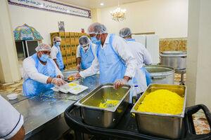 عکس/ تدارک افطاری در مهمانسرای حرم حضرت معصومه(س)