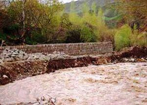 سیل مسیر فیروزکوه به گرمسار را مسدود کرد
