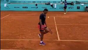 فیلم/ حرکت تکنیکی تماشایی رافائل نادال با توپ تنیس!